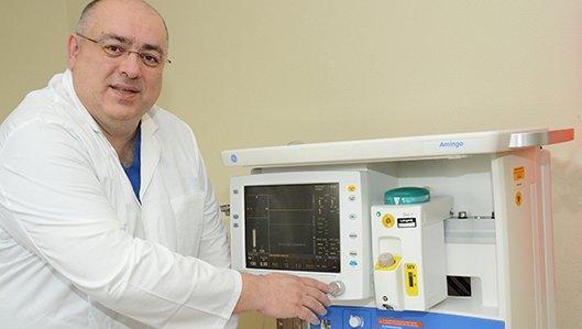 Chefarzt Dr. Christos Erifopoulos, Klinik für Anästhesiologie, Intensivmedizin und Schmerzrtherapie am Hellmig-Krankenhaus Kamen