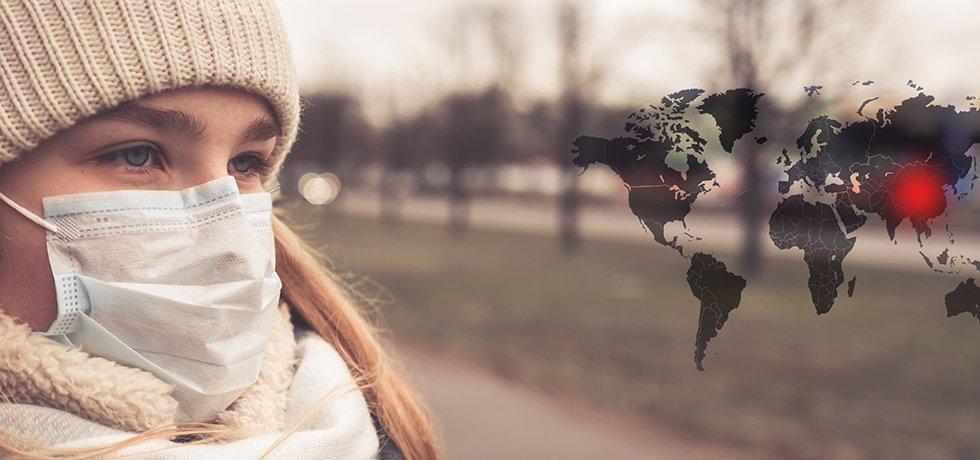 Informationen zum Coronavirus - Symbolbild: eine junge Frau mit Schal und Mütze, die sich mit einem Mundschutz vor Coronaviren schützt.