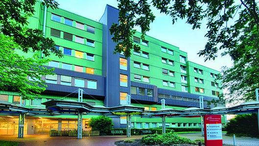 Ansicht des Hellmig-Krankenhauses Kamen mit dem Hauptzugang.