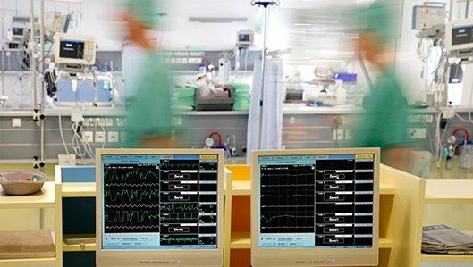Kontrollmonitore im Aufwachbereich