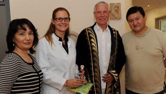 Alisher Israilov und seine Frau bedanken sich für die Heilung auf besondere Weise