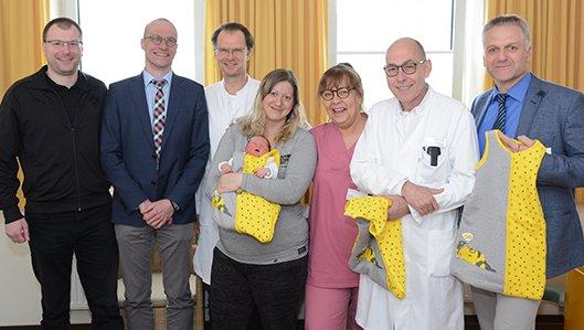 Übergabe BVB Baby-Schlafsäcke