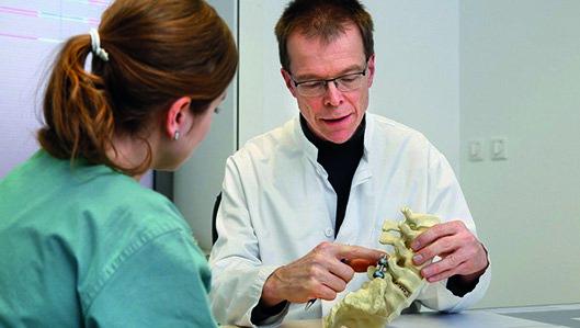Schmerztherapie Dr Hofmann mit Patientin