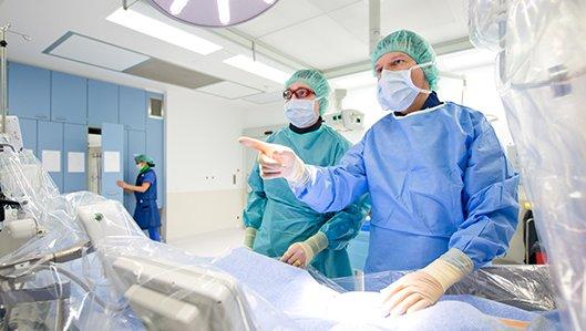 Prof. Dr. Thomas Buck im Herzkatheterlabor am Knappschaftskrankenhaus Dortmund