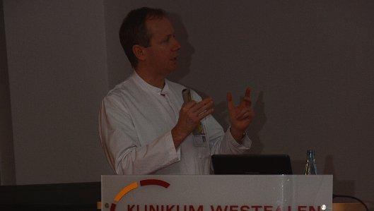 Chefarzt Dr. Orth referierte im Knappschaftskrankenhaus zum Thema Prostataerkrankungen