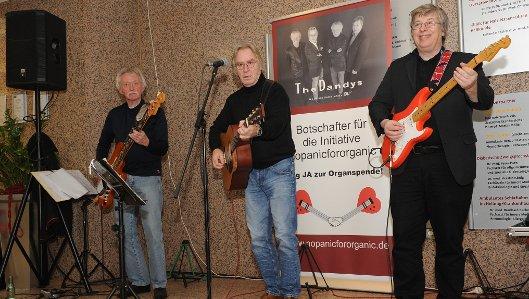 Die Dandys, Dieter Kemmerling, Gerd Jöring und Gerd Greiner (v.l.)  warben im Hellmig-Krankenhaus musikalisch für Organspenden